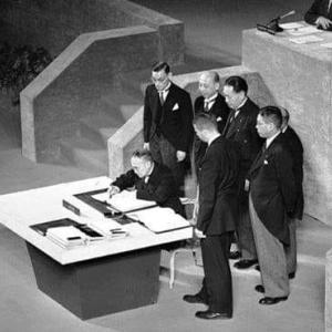 今日はサンフランシスコ平和条約発効記念日