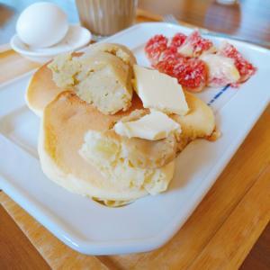 ガストのハンバーグと私の朝ごはん(ホットケーキやシナモンロール)