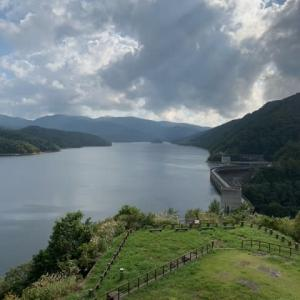 ダム湖でデイキャンに近いピクニック