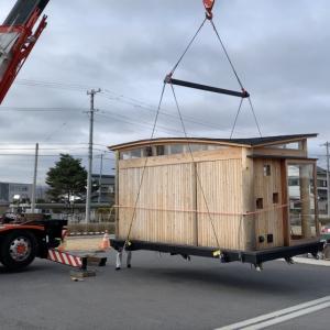 ■木のコンテナハウス 吊り上げ / Wood Container Lifting