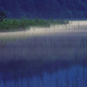 静寂の湖面