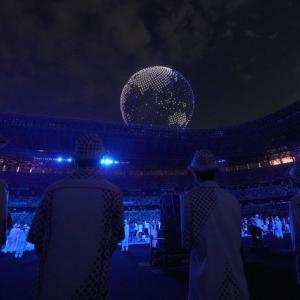 国立競技場上空に表れた地球