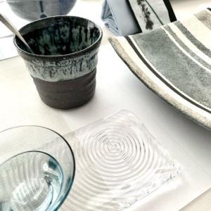 テーブルコーディネートで梅雨をイメージするデザインとは・・・