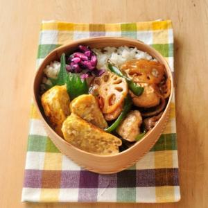 鮭弁当とレンコン&鶏団子きんぴら風弁当