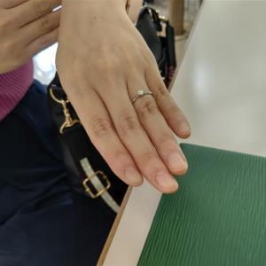 昨日、プロポーズを受けた会員さんが直接!指輪を見せてくれて喜ぶの巻!
