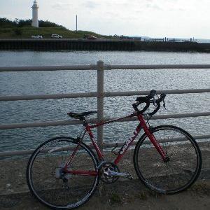 自転車で、堤防土手をつたって【安宅海岸】まで・・