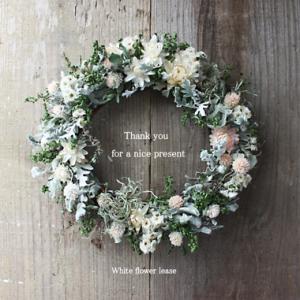 ガーデン愛いっぱいの出会いと素敵な白い花のリース〜♪