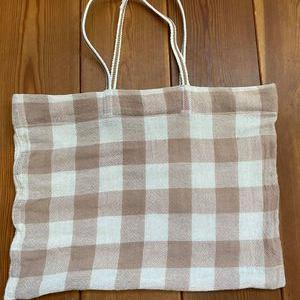 シンプルな袋をレースで女子っぽいマイバッグに