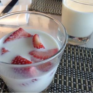 朝食は苺ミルクから