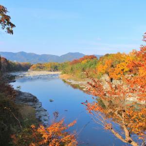 長生館・岩畳の紅葉観賞は午後がおすすめ♪