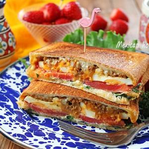 朝食におすすめ♪簡単とろ~りチーズのメキシカンホットサンド!