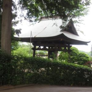 恵比寿様を祀る長楽寺には静謐な鐘楼も