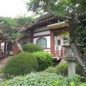 武神「毘沙門天」を祀る秋本寺は木下街道の脇にありました