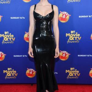 12/6/2020 リリー・コリンズ MTV Movie & TV Awards