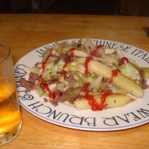 男のフライパン料理、『じゃがいもとミンチの、結局野菜炒め』