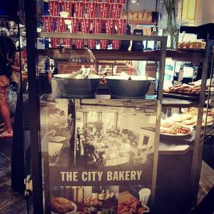 シティーベーカリーのパンで朝ごパン◆と...エスプレッソメーカー