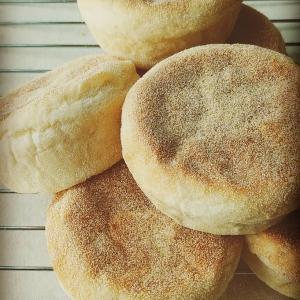 いつものイングリッシュマフィンで朝ごパン