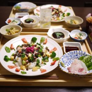 ありものでちらし寿司と、蕪のサラダ。