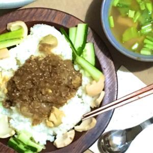 20091【今夜の晩御飯】 ドライカレー・お豆腐と小松菜のお味噌汁