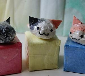 『ティッシュとセロテープの、猫っぽい何か♪』 ちりがみ写真館