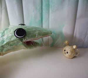 『ティッシュのヘビと、まるっこ♪』 ちりがみ写真館♪