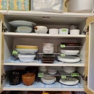 食器棚収納。
