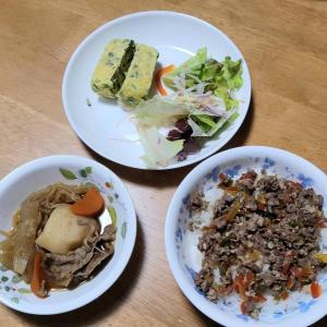 肉寿司とニラじゃこ玉子。