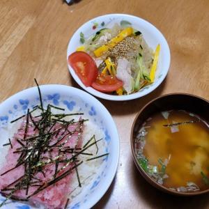 ネギトロ丼としらたきの中華サラダ。