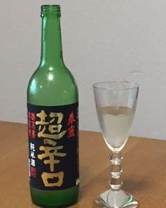 ワイングラスで日本酒を