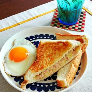 パリッとランチョンマットで、朝ごはん。