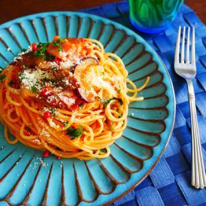 トマトパスタとハンバーグ。