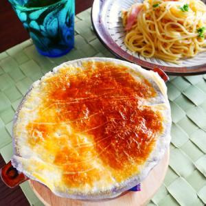 玉ねぎの甘みを楽しむ、オニオンパイグラタンスープ。