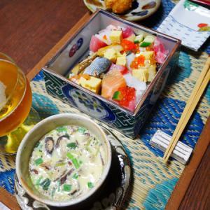 亀と、ちらし寿司に海苔弁とか。