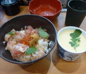 掛川市北門の「くら寿司」の海鮮丼ランチ550円