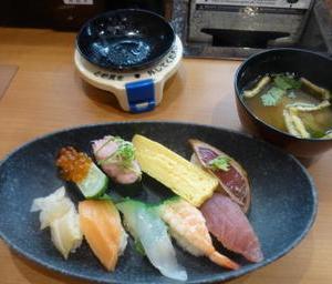 掛川市北門の「くら寿司」の「人気にぎりランチ」550円