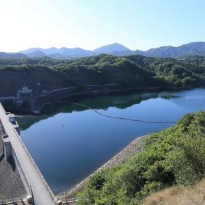 新緑が美しい門入ダム