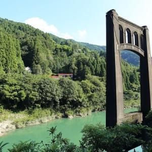 吉野川に残された橋脚