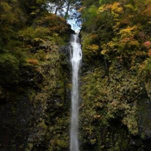 紅葉の阿弥陀ケ滝