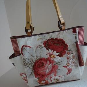 輸入生地ウェバリーのバッグ