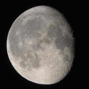 今日の月(川西撮影)とネオワイズ彗星(スタッフ提供)2020.7.9