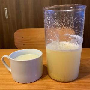 朝のレモン水。