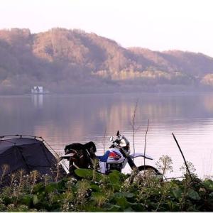 湖畔の朝は ・・・