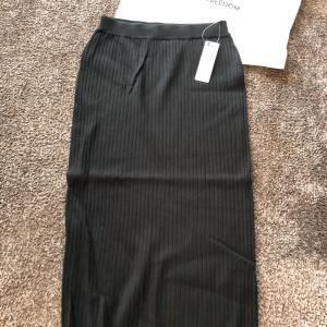 【GU】¥990にお値下げのワイドリブニットナロースカート