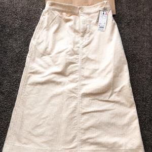 【UNIQLO】コーデュロイタイトスカート