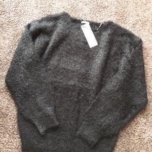 【GU】フェザーヤーンVネックセーター