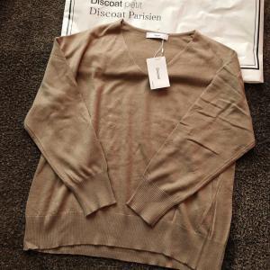 【Discort】セールで購入したVネックセーター