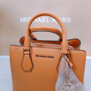 【MICHAEL KORS】お出かけに持ちたいオレンジカラーのバッグ