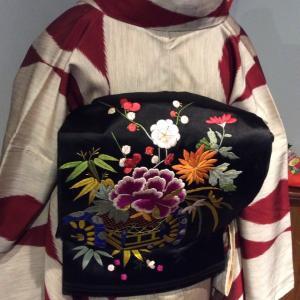 刺繍が美しいアンティーク帯