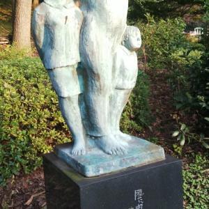 『風に向かって立つ』  彫像(13)