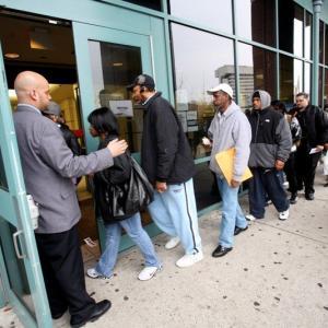 連邦政府の失業給付金 週/ $600 は7月末まで  延長はあり得るか?
